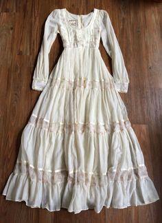 70s Fashion, Vintage Fashion, Fashion Outfits, Vintage Dresses, Vintage Outfits, Fru Fru, Style Classique, Floral Print Maxi Dress, Boho Look
