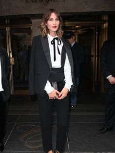10 Ways To Rock The Androgynous Look - Star Style PH - As fashion is ever evolving, androgynous dressing becomes a more widespread craze. From boyfriend j - Tomboy Fashion, Star Fashion, Look Fashion, Fashion 2015, Estilo Tomboy, Tomboy Stil, Alexa Chung Style, Costume Smoking, Look Star