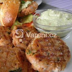 Grilované krůtí placičky recept - Vareni.cz Chicken, Meat, Food, Essen, Yemek, Buffalo Chicken, Cubs, Meals, Rooster