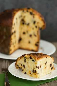 A recipe for Panettone, Italian Christmas bread, with a brioche-like dough infused with a vanilla bean and studded with rum-soaked raisins and candied orange peel. Panettone Rezept, Panettone Cake, Italian Christmas Bread, Candied Orange Peel, Italian Cookies, Sweet Bread, Italian Recipes, Italian Foods, Italian Bread