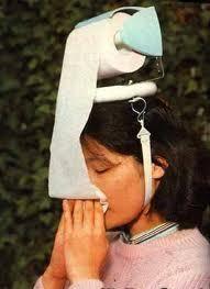 Creatieve of nutteloze uitvinding? Een WC rol voor op je hoofd voor als je verkouden bent... Zelf ook creatiever worden? www.ympossible.nl