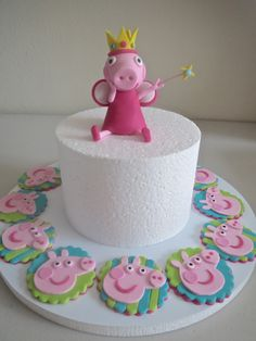 Peppa Pig inspired Cake & Cupcake Toppers by Satoko http://cake.likebutterent.com