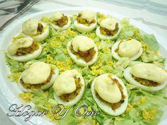 Los huevos rellenos son un delicioso plato, fácil de preparar  y muy  vistoso . Normalmente se sirven como entrante, sobre todo en días esp...