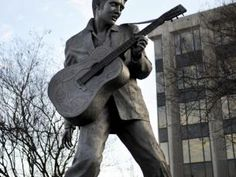 Statue of Elvis Presley- Free things to do in Memphis.
