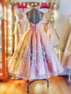 Joanne Fleming Design peach silk and flower embellished tulle halter-neck tea length ballerina dress Prom Dresses, Formal Dresses, Wedding Dresses, Vintage Outfits, Vintage Fashion, Couture Wedding Gowns, Costume, Vintage Bridal, Dream Dress
