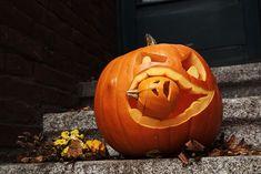 ROOMBEEZ » Kreative Ideen für den Halloween-Kürbis ✔ Schritt-für-Schritt-Anleitungen ✔ Schnitzvorlagen zum Download ✔ mit Video ✔ Kürbis haltbar machen