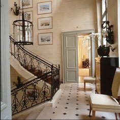 Staircase landng. Floors. Railing. Stunning. Alberto Pinto