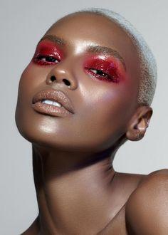 Glossy Eyes, Glossy Makeup, Skin Makeup, Metallic Eye Makeup, Red Eyes, Makeup Inspo, Makeup Art, Makeup Inspiration, Fairy Makeup