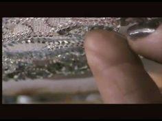bijoux stravaganza,création d 'un bijoux brodé main sur métier à broder au crochet de lunéville.