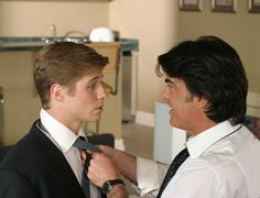 'The O.C.': Peter Gallagher and Ben McKenzie tweet each other and we reminisce about Chrismukkah