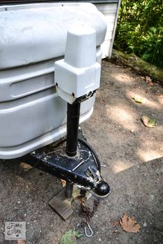 Tips for camping in a travel trailer - automatic trailer jack