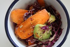 Salade santé végétale ultra gourmande : http://www.lagrignoteuse.com/2015/11/20/salade-sante-vegetale-ultra-gourmande/