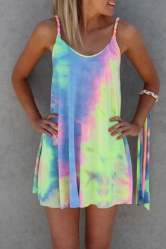 Colorful Tie Dye Twist Mini Dress without Bracelet - Multicolor - Cute outfits Vestido Tie Dye, Tie Dye Dress, Shirt Dress, Diy Dress, Tank Dress, Tie Dye Shirts, Band Shirts, Look 2015, Diy Vetement