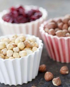 Muffins skål - bowl (13 euro) Muffins skål - bowl (13 euro) Liten skål för desserter och snacks. Självklart ugnssäker! - är bakad i 1200 grader :) Finns bara i vit! Small bowl for desserts or snacks. Owenproof ofcause. Only available in white and vanilla