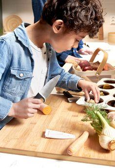 Sabiam que, na IKEA, encontram utensílios de cozinha pensados para os mais pequenos, como facas de ponta arredondada? Ikea Portugal, Kitchen, Ikea Home, Cooking Utensils, Knives, Cuisine, Kitchens, Cucina, Room Kitchen