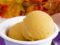 Este un saludable helado vegano de dulce de leche, que contra todo pronóstico, es posible hacer, sin leche, sin huevo y sin azúcar. ¿Quieres intentarlo?