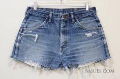 Jorts season is fast approaching Denim Shorts Style, Blue Jean Shorts, Blue Jeans, Vintage Shorts, Vintage Denim, Suit Fashion, Womens Fashion, High Waisted Shorts, Jeans Size