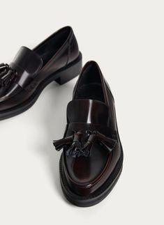 Uterqüe España Product Page - Calzado - Ver todo - Mocasín burgundy borlas - 99