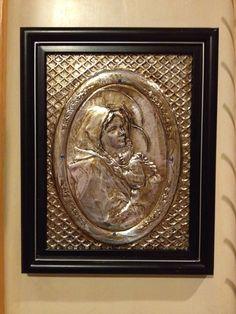 Virgin with Child's embossed on aluminum.  Virgen Maria y Niño Jesús repujado en aluminio.