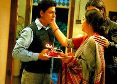 Page 15 of Main Hoon Na Stills, Main Hoon Na Movie Pictures, Main Hoon Na Photos Shah Rukh Khan Movies, Shahrukh Khan, Kirron Kher, Main Hoon Na, Movie Dialogues, Just For Laughs, Funny Texts, How To Introduce Yourself, Maine