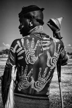 Africa | Mursi man. Omo Valley, Ethiopia | ©Mario Gerth