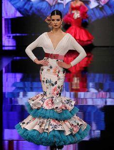 SIMOF 2018: el desfile de De Lunares y Volantes, en fotos / Raúl Doblado Flamenco Party, Flamenco Costume, Flamenco Dresses, Anniversary Dress, Spanish Dress, Salsa Dress, Spanish Wedding, Spanish Fashion, Gypsy Style