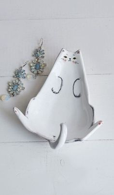 Cats Accessories Diy Kitty 59 Ideas For 2019 Diy Jewelry Holder, Diy Jewelry Making, Cat Jewelry, Dainty Jewelry, Ceramic Clay, Ceramic Pottery, Diy Jewellery Dish, Do It Yourself Inspiration, Sculptures Céramiques