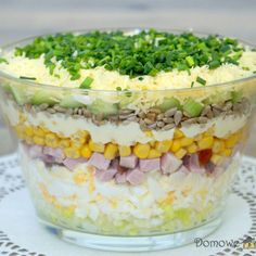 Layered salad with egg, ham and cucumber - Aniołki - Makaron Party Food To Make, Easy Party Food, B Food, Appetizer Salads, Rabbit Food, Healthy Salad Recipes, No Cook Meals, Food And Drink, Cooking Recipes