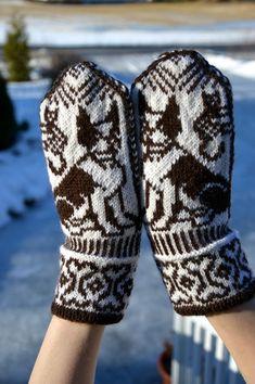 KARDEMUMMAN TALO: lapaset Knitting Socks, Knit Socks, Mittens, Gloves, Cross Stitch, Winter, Fashion, Fingerless Mitts, Winter Time
