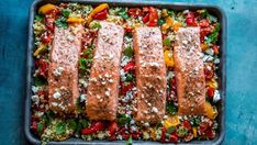 "- Lakseform med Bulgur, Paprika og Tomat - Ovenbaked Salmon with ""Herby"" Bulgur, Paprika and Tomato Norwegian Food, Wok, Meatloaf, Tzatziki, Meal Planning, Food To Make, Salmon, Easy Meals, Easy Recipes"