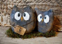 * Primitive Gray Barnwood look set of 2 Owls on Base - rusty doll -5 x 8 in. -*