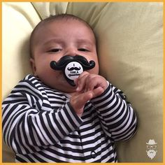 Até este lindo bebê tem um bigode estiloso, e vc ainda não??kkk rs Bigodudo de respeito, parabéns pequeno Théo, e ao papai @leovz e mamãe @camillavaz5! -- www.beard.com.br -- #beard #instabeard #ficabarbudo #barba #bearded #barbudo #bigode #mustache #beardpower #beardgang #produtosMasculinos #beardLife #ficaadica #produtoParaBarba #produtosParaBarba #modaMasculina #modaHomem #barber #minhaBarbaNaBeard #beardedMen #beards #lumbersexual #beardedLifestyle #menStyle #beardOfTheDay