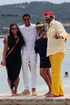 Steve Harvey with his wife and kids on the beach. Black Celebrities, Steve Harvey Family, Black Hollywood, Family Women, Steve, Celebrity Families, African American Women Fashion, Love Couture, The Lady Loves Couture