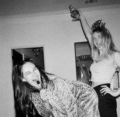 Black And White Baby, Black And White Aesthetic, Black And White Pictures, Best Friends Aesthetic, Devon Carlson, Friendship Photography, Devon Lee, Bae, Weed Girls