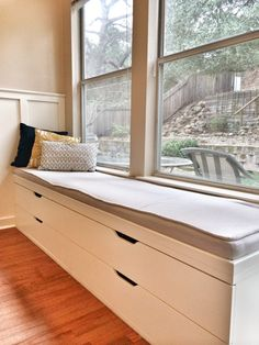 office - DIY window seat from Ikea Stolmen drawers - a better depth than kitchen cabinets, and you can have drawers instead of doors. Window Seat Cushions, Window Benches, Window Seats, Bench Cushions, Stolmen Ikea, Ikea Furniture, Furniture Design, Furniture Vintage, Painted Furniture