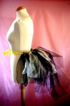 DIY quirky bustle (no sewing required)