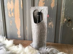 Winebottlebag WYNSEK : #winebag made of #woolfelt. That makes a gift special!   FryskFilt op Etsy