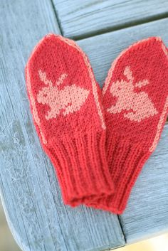 easter bunny mittens to make Ravelry: Isabel votter pattern by Marianne Braastad - free knitting pattern Knitting For Kids, Crochet For Kids, Knitting Yarn, Knitting Projects, Baby Knitting, Crochet Quilt, Crochet Mittens, Mittens Pattern, Knitted Gloves