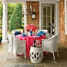 How To Create a Cozy Outdoor Dining Area