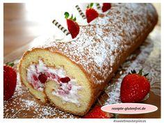 Erdbeerroulade mit Quark-Sahne-Füllung! Fluffiger Biskuit mit Mix C von Schär. Das Rezept gibt es unter www.rezepte-glutenfrei.de #glutenfrei #sweetmasterpieces