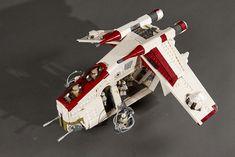 I've finally finished this one! Star Wars Clone Wars, Lego Star Wars, Nave Lego, Republic Gunship, Lego Spaceship, Star Wars Models, Lego Military, Ahsoka Tano, Cool Lego Creations