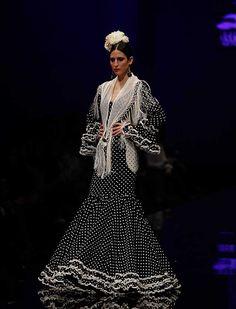 Con «Sueño flamenco», las Hermanas Serrano se inspiran esta temporada en el sueño de toda mujer de vestirse de flamenca. (Foto: Raúl Doblado)