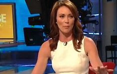 Top 10 Hottest Women News Anchors from around the world. From CNN to Fox News and MSNBC, the newsroom has a stable of hot anchors who make the most basic Cnn Brooke Baldwin, Yellow Jacket Bee, News Anchor, Asian Dating, Pretty People, Fashion News, Eye Candy, Hottest Women, Anchors