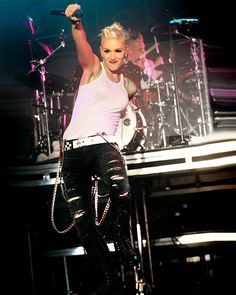 I love Gwen's hair like this. I want to try it