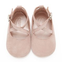 Emmy London's adorable baby girl shoes in rose are the perfect new born gift. Excellent for pre-walkers, made from a soft kid suede with a comfy pink leather lining to protect little feet. These are s