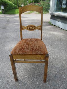 Hyväkuntoiset koivutuolit, kaunis koristelu selkänojassa, tukevat, eivät kaipaa liimailua, verhoilut on uusittu jossain vaiheessa ja ovat hyvässä kunnossa. Tuoleja löytyy 4 kpl.  Myydään parina tai ryhmänä.  MYYTY.