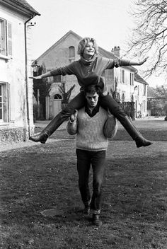 The Magnificent Lovers: 30 Beautiful Vintage Photos of Romy Schneider and Alain Delon in the Late and Early ~ vintage everyday Couples Vintage, Vintage Love, Vintage Photos, Romy Schneider Alain Delon, Old Fashioned Love, Foto Instagram, Old Love, Couples In Love, Love Photos