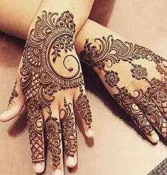 Girls paint their hands and legs with lovely and pretty new mehndi designs. These stunning mehndi designs are perfect for everybody. Mehndi Designs Finger, Latest Henna Designs, Henna Tattoo Designs Simple, Modern Mehndi Designs, Henna Art Designs, Mehndi Design Pictures, Mehndi Designs For Girls, Mehndi Designs For Fingers, Beautiful Henna Designs