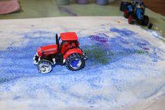 scheerschuim, verf, kwastjes, borsteltjes en... een tractor!