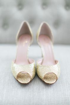 gold glitter heels - photo by Troy Grover Photographers http://ruffledblog.com/magnolia-plantation-wedding-with-sequins